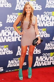 Amanda Bynes carried a black quilted clutch on the red carpet of the MTV Movie Awards.