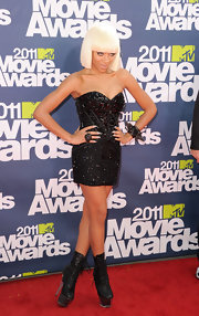 Lil Mama looked seductive at the MTV Movie Awards in a beaded corset dress and angular white blond wig.