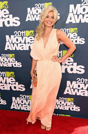 Alyson looked like a goddess at the MTV Movie Awards in a peach draped evening gown.