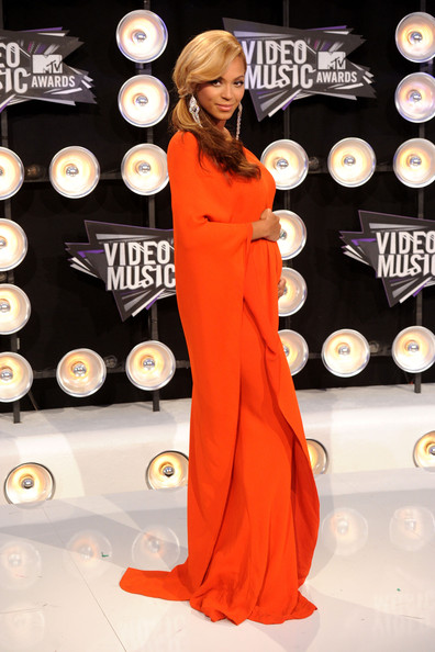 More Pics of Beyonce Knowles Evening Dress (8 of 38) - Beyonce Knowles Lookbook - StyleBistro