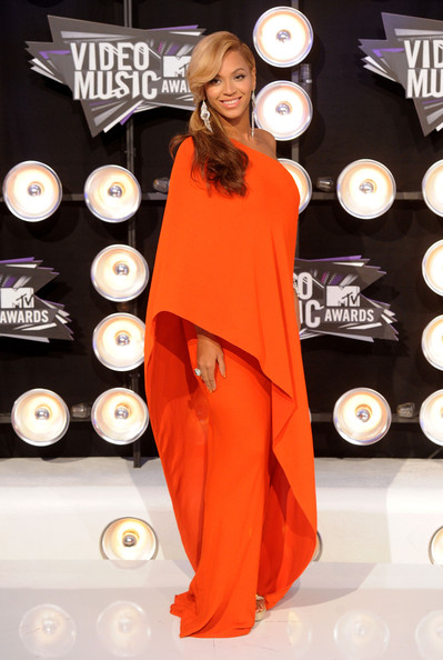 More Pics of Beyonce Knowles Evening Dress (7 of 38) - Beyonce Knowles Lookbook - StyleBistro