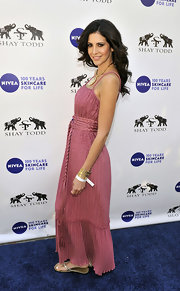 Hope Dworaczyk gave her rose maxi dress an appropriately summery finish with glittery flip flops.