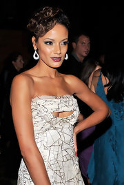 Selita Ebanks' batted some super sexy lashes at the 2011 New Yorkers for Children fall gala. Kerry Washington's bright eyes were the feature focus at the 63rd Emmys. To try her flirty look, first line top and bottom lash lines with a dark eye pencil. Use lash glue to attach false lash strips to upper lash lines and finish with a generous coat of mascara.