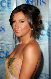 Ashley Tisdale paired her bronzed glow with soft brunette tresses that were elegantly pinned in a low hanging twisted bun.