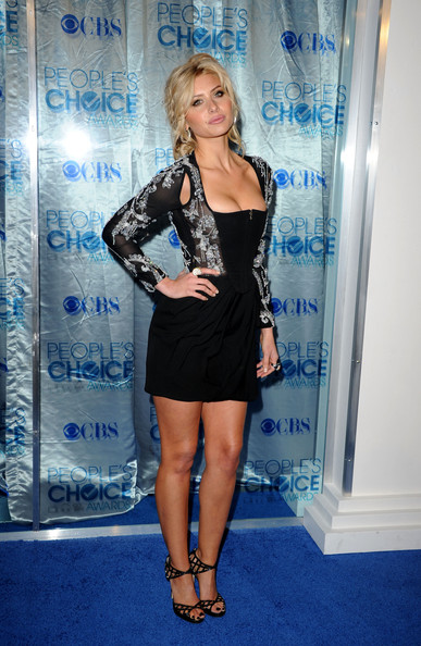 More Pics of Alyson Michalka Diamond Ring (1 of 7) - Alyson Michalka Lookbook - StyleBistro