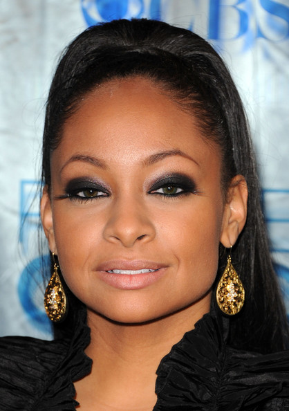 Raven completed her smoldering makeup and sleek ponytail with gold dangle earrings.