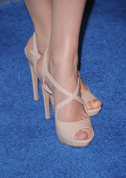 More Pics of Taylor Swift Platform Sandals (1 of 19) - Heels Lookbook - StyleBistro [footwear,leg,shoe,high heels,sandal,human leg,ankle,foot,close-up,joint,arrivals,taylor swift,peoples choice awards,california,los angeles,nokia theatre l.a. live]