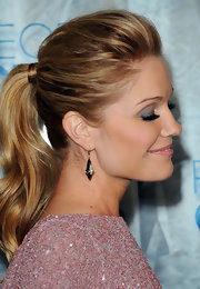 'How I Met Your Mother' star Virginia Williams wore silver mordore Pampilles earrings to the 2011 People's Choice Awards.
