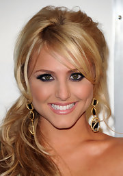 Cassie Scerbo paired her voluminous ponytail with gold and crystal dangling earrings.