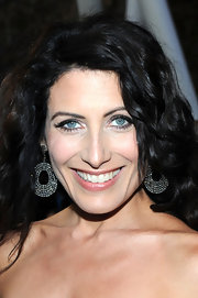 Lisa Edelstein highlighted her polished curls with glowing rose-cut diamond earrings.