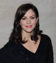 Katherine McPhee drew on dramatic liquid liner and swept icy shades of shadow over her lids to create the perfect retro look at the 2011 Rockefeller Center Christmas tree lighting ceremony.
