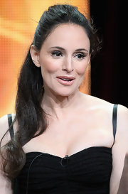 Madeleine Stowe looked retro-chic at the Summer TCA Tour with a long curled ponytail and a chic black dress.