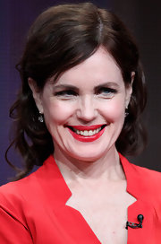 Elizabeth McGovern looked oh-so-sweet at the Summer TCA Tour with this short curly 'do.