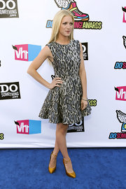 Former StyleBistro celebrity guest editor, Brittany Snow, was in fine form at the VH1 Do Something Awards. The actress stepped out in a sweet fit-and-flare leopard print cocktail dress and brightened up her look with a pair of gold ankle-strap Giuseppe Zanotti heels. Long straight blond locks finished her fierce look.