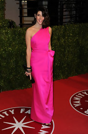 Marisa changed for the Oscar after-party into a hot pink one-shoulder taffeta evening dress. Stunning!