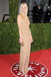 Gwyneth Paltrow stepped out at the Vanity Fair Oscar Party in pointy gold Pigalle Plato pumps.