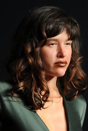 Paz de la Huerta looked very feminine at the 2011 Vanity Fair Oscar party wearing her hair in corkscrew curls.
