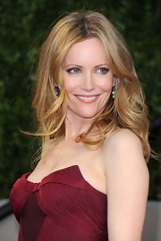 Leslie Mann rocked center part curls to the 2011 Vanity Fair Oscar party.