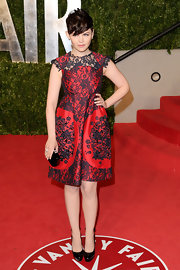 Ginnifer Goodwin accented her stunning 'Vanity Fair' Oscar party dress with black patent Donna pumps.