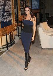 Victoria Beckham wore a strapless knit cocktail dress of her own design for the WWD event.