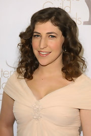 Mayim Bialik showed off shoulder length curls at the 2011 Writers Guild Awards.