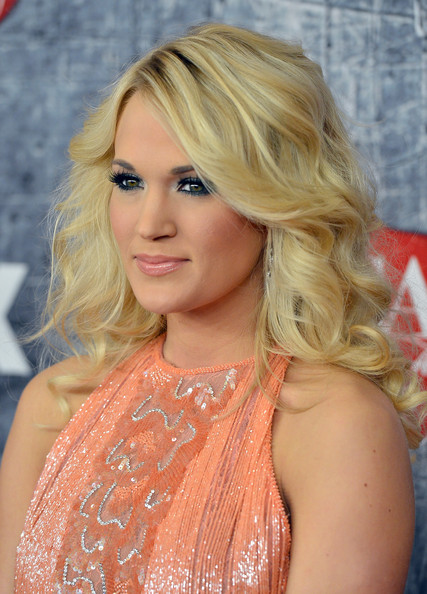 More Pics of Carrie Underwood Bright Eyeshadow (5 of 25) - Bright Eyeshadow Lookbook - StyleBistro
