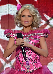 Kristin Chenoweth's bouncy curls and frilly pink outfit paid homage to the one-and-only Honey Boo Boo.