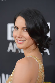 Olivia wore her short curls in a darling ponytail for the BAFTA Britannia Awards.