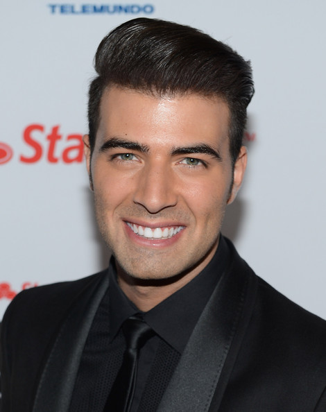 More Pics of Jencarlos Canela Short Straight Cut (1 of 2) - Short Straight Cut Lookbook - StyleBistro