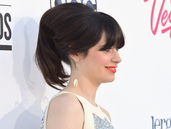 More Pics of Zooey Deschanel Bright Lipstick (1 of 12) - Zooey Deschanel Lookbook - StyleBistro