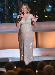 Jennifer dazzled on stage in her glitzy champagne gown.