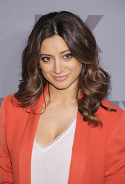 Noureen DeWulf neutralized her expressive eye makeup by wearing a light gloss at the FX Ad Sales Upfront.