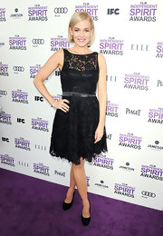 Penelope Ann Miller wore this sweet lace dress and black pumps to the Independent Spirit Awards.