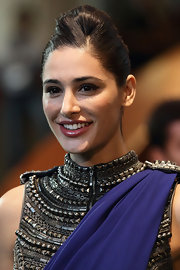 Nagris Fakhri's 'do definitely was a standout at the IIFA Awards. So high fashion!