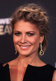 Natalie Bassingthwaighte styled her look at the Logie Awards with a pair of gold dangle earrings with a gemstone drop.