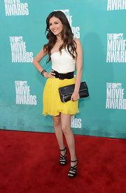 Victoria Justice attended the 2012 MTV Movie Awards wearing a pair of strappy black platform sandals.
