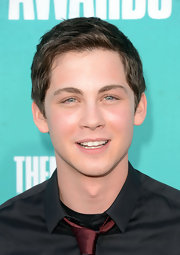 Logan Lerman looked neat and fresh-faced at the 2012 MTV Movie Awards with this short straight cut.