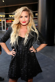 Demi looked better thanever with her tousled rocker hair at the MTV Video Music Awards.