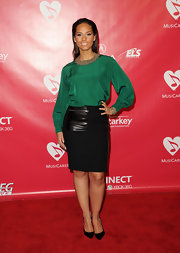 Alicia Keys accessorized her red carpet ensemble with classic black stilettos.