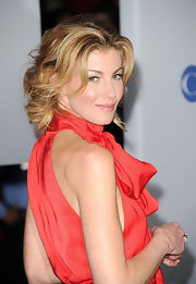 Faith Hill wore her hair in a loose updo with lots of curl at the 2012 People's Choice Awards.