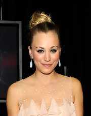 Kaley Cuoco wore her hair in a loosely pinned bun at the 2012 People's Choice Awards.