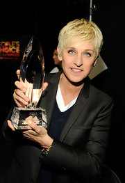 Ellen DeGeneres wore her ultra-blond 'do tousled and with lots of texture at the 2012 People's Choice Awards.