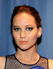 Jennifer Lawrence created a smoky-eyed look for the 2012 People's Choice Awards using deep gray shadow and black liner.
