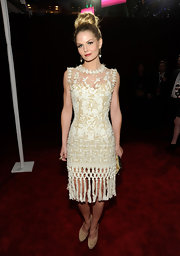 Jennifer Morrison topped off her Oscar de la Renta cocktail dress with classic nude pumps.