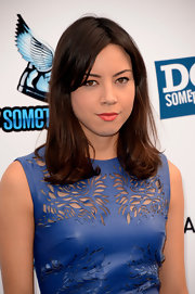 Aubrey Plaza's bright lipstick contrasted nicely with her blue dress at the 2012 Do Something Awards.