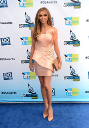 This uniquely pleated petal dress was just Giuliana's style!