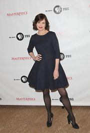 Elizabeth McGovern's simple black pumps echoed the classic feel of her dress.