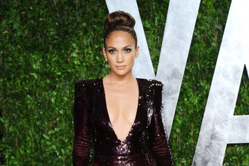 Jennifer Lopez Takes the Plunge in a Glimmering 2012 Oscar Gown