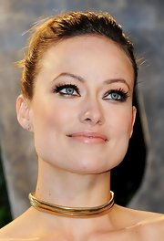 Olivia Wilde attended the 2012 'Vanity Fair' Oscar Party wearing metallic gold and copper eye shadow.