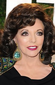 Joan Collins dazzled the crowd of the Vanity Fair Oscar Party with false eyelashes.